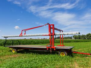 Harvest wagon equipped with a conveyor.