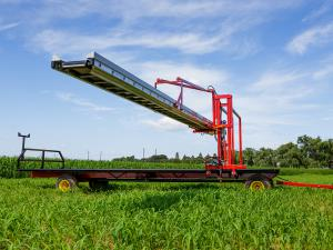 Conveyor harvest wagon