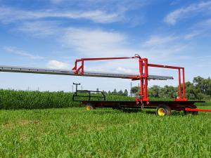 Harvest wagon with conveyor
